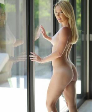 Laura Bentley - Sneaky Stepmom (2016) FullHD 1080p