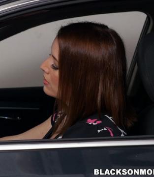 Maggie Green - Milf Bangs Mechanics For Free Car Service (2016) HD 720p