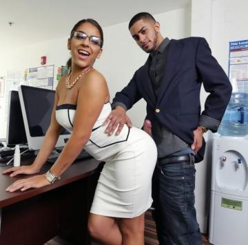 Mia Martinez - Office fuck and a bit of squirting (2016) HD 720p