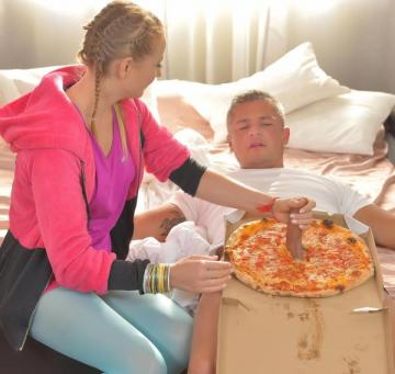 Kiki Cyrus - Delicious Pizza Topping - Delivery Girl Wants Cum in Mouth (2016) FullHD 1080p