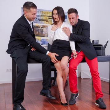 Valentina Bianco - Finishes With a Red Ass After a DP Trio (2016) FullHD 1080p